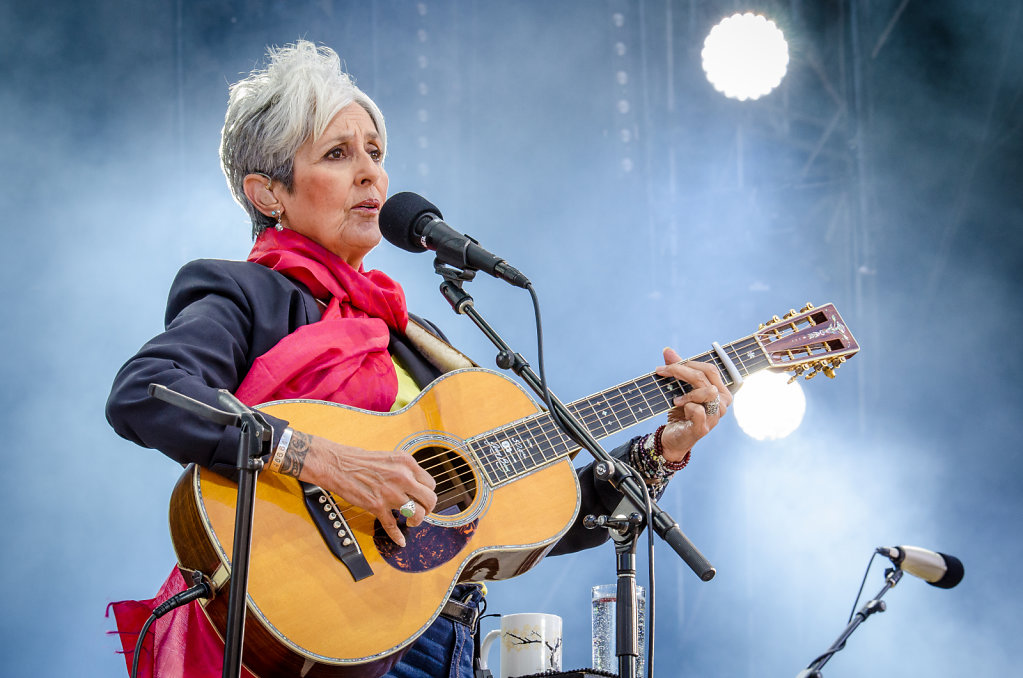 Day 6: Folk-legend Joan Baez (USA) on stage