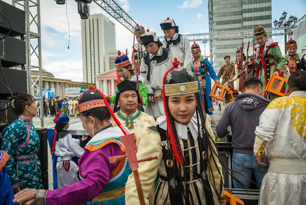 Folk artists getting offstage on Sukhbaatar square
