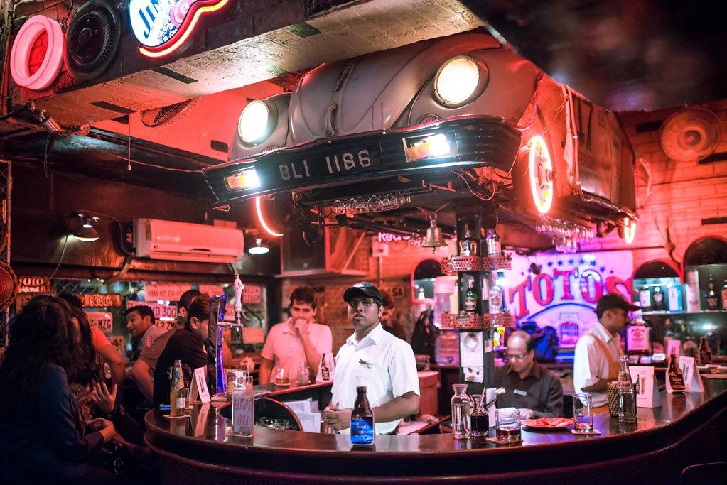 Toto's bar